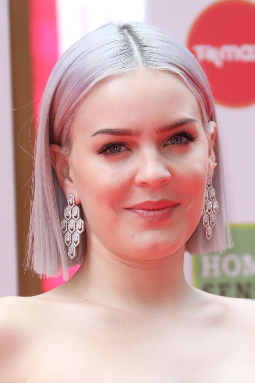 cortes de pelo para 2019 según la forma de tu cara Anne Marie. Cara cuadrada y pelo corto: ultraliso