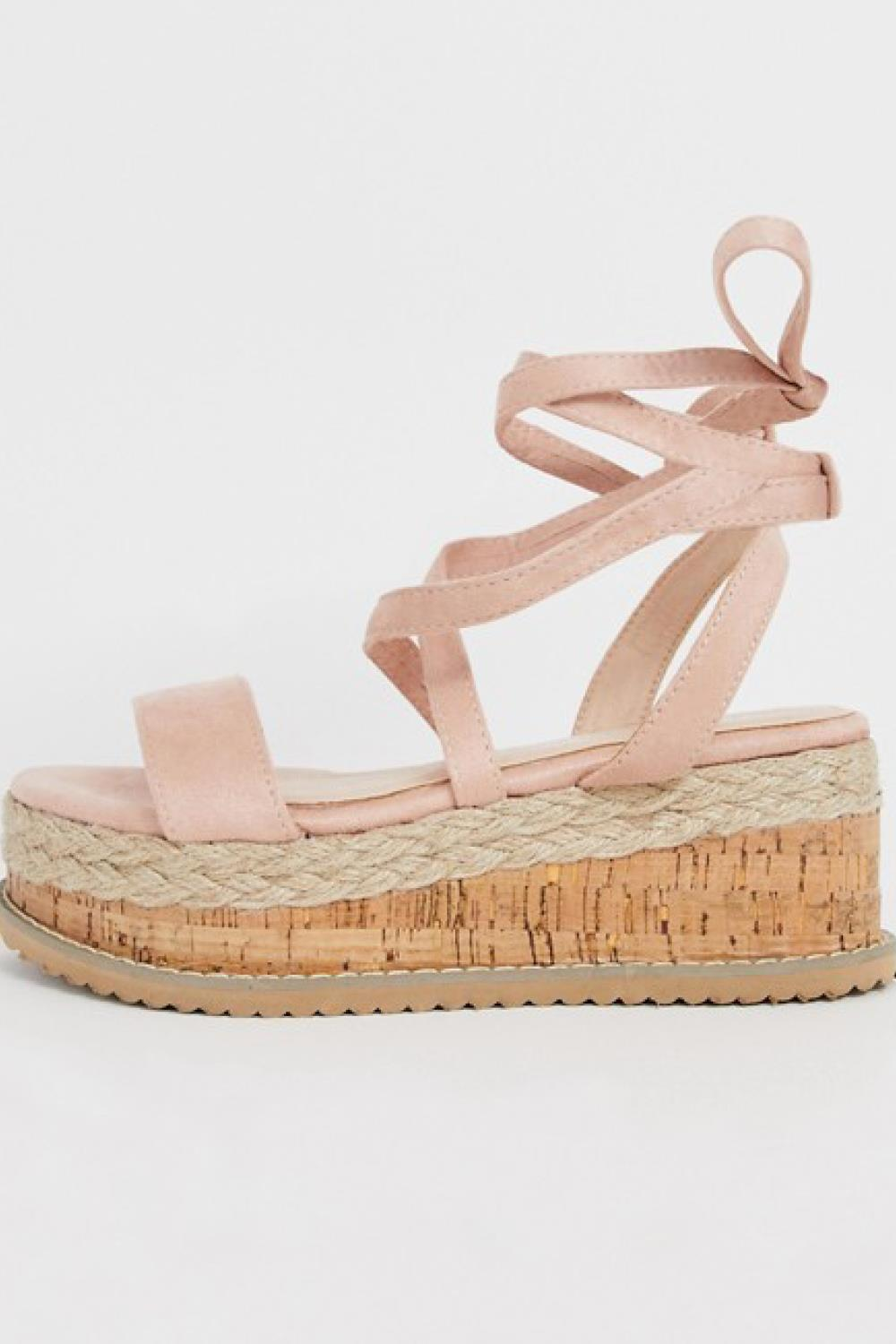 sandalias con plataforma pretty little thing 29,99€