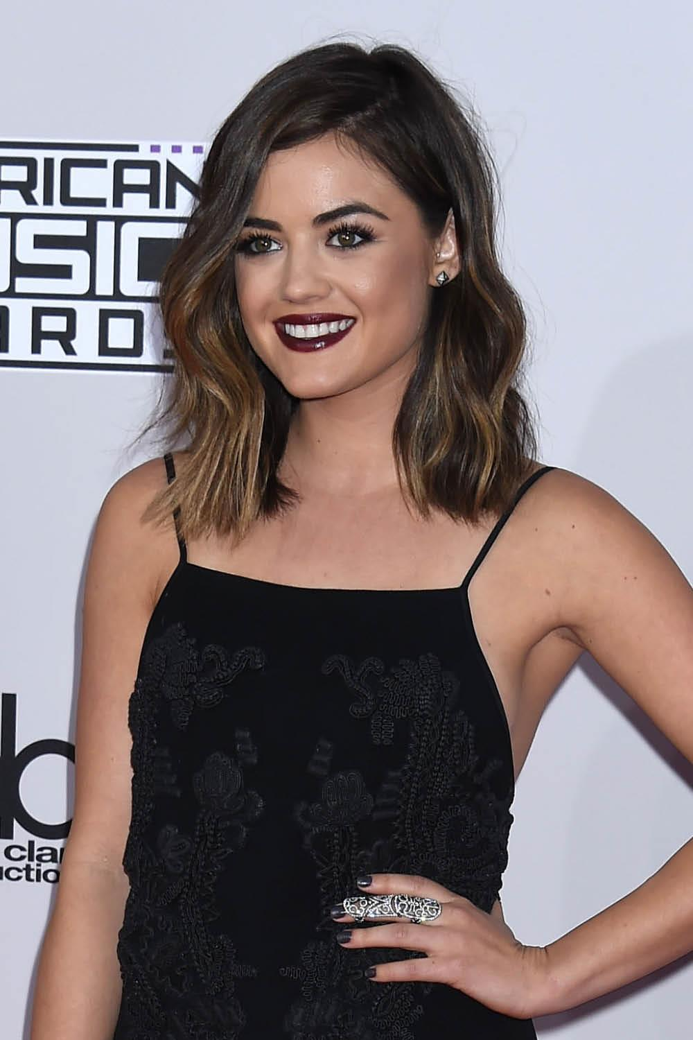 lucy hale peinados serie