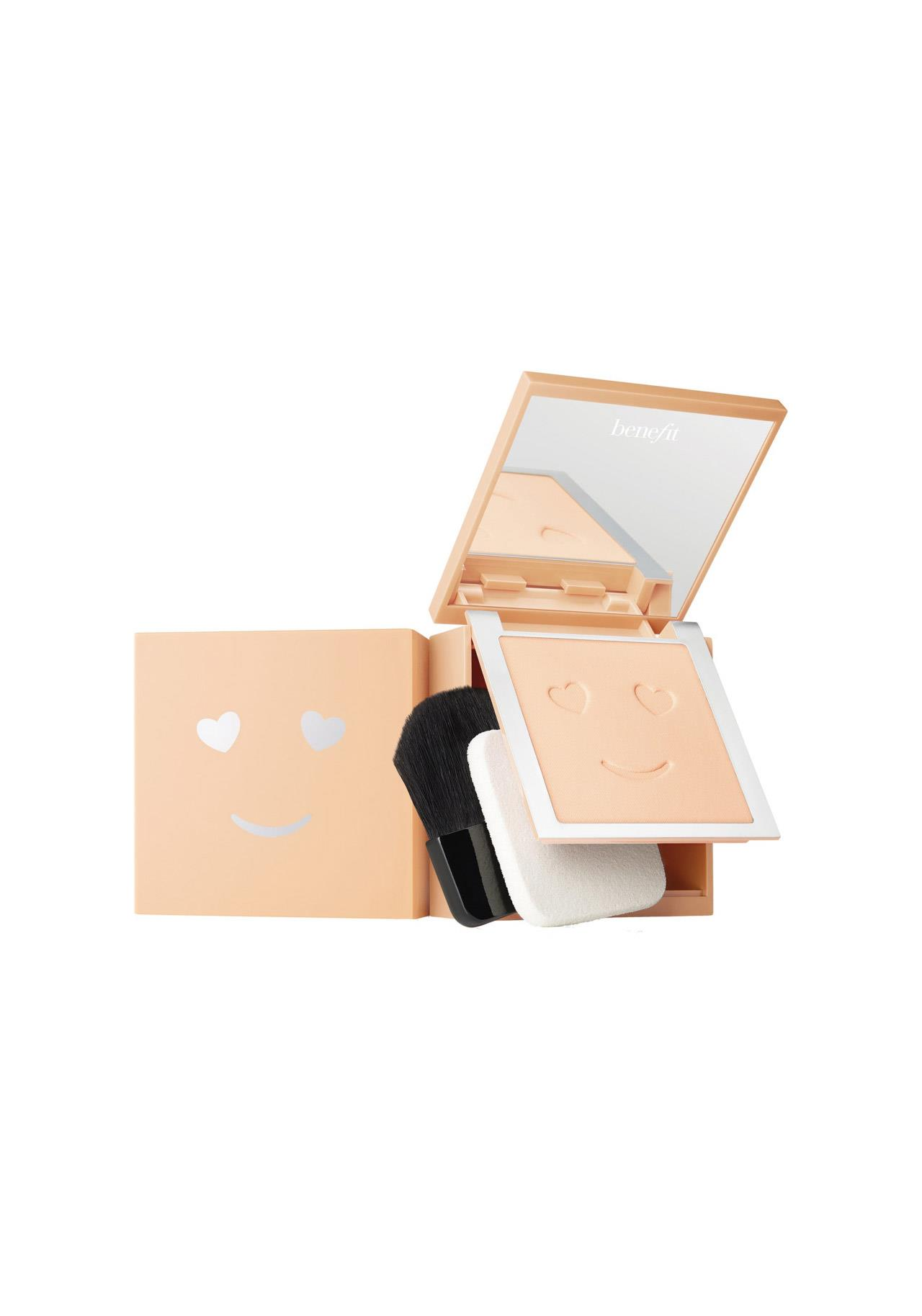bases de maquillaje antiedad Hello Happy Velvet Powder Foundation de Benefit, 33€