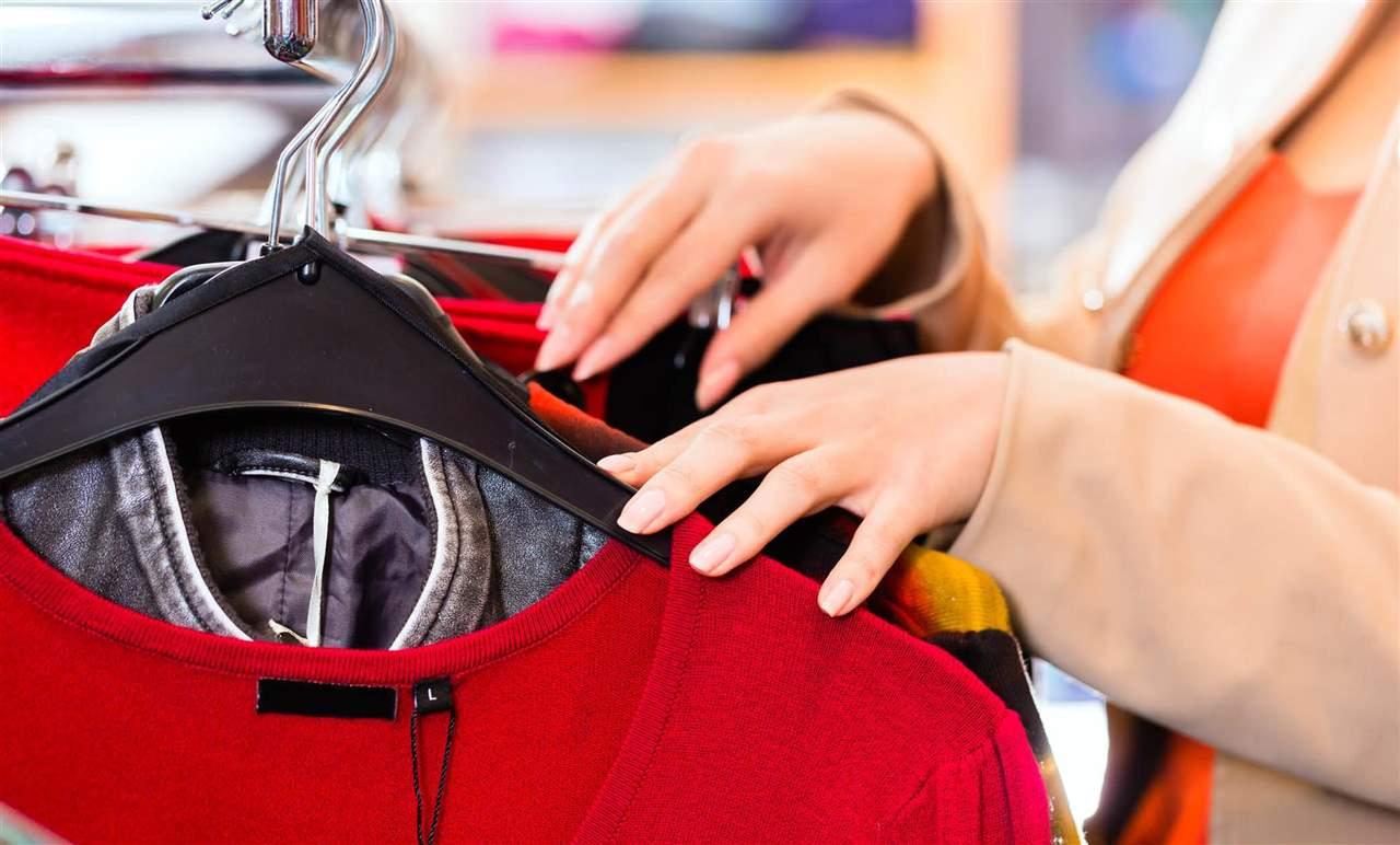 ¿Puedo devolver la ropa que he comprado en las rebajas?