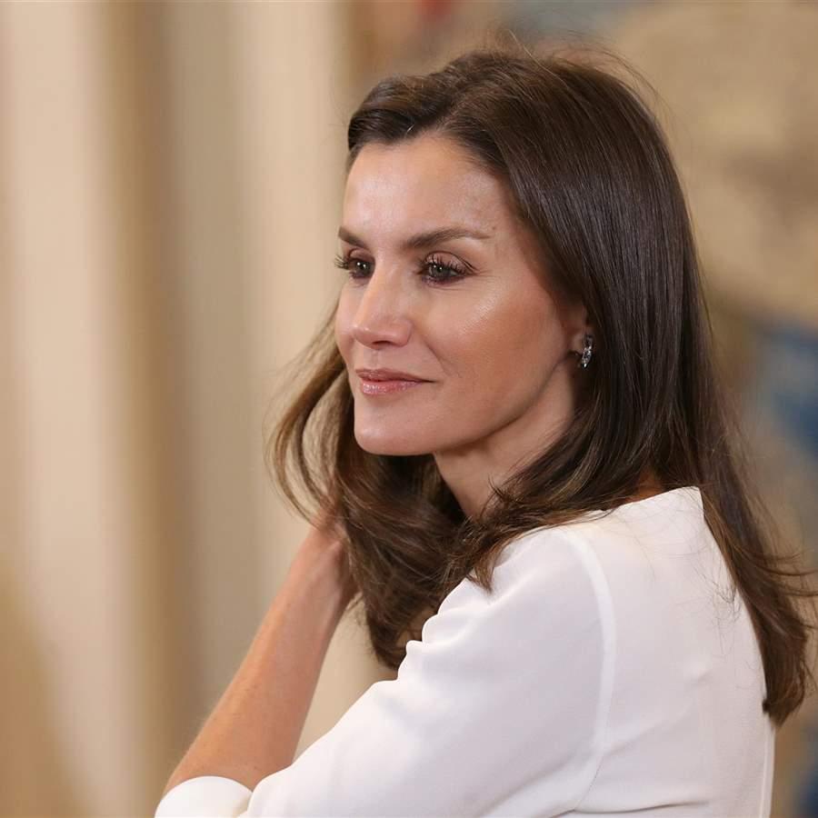 Letizia se inspira en Kate Middleton y apuesta por unas alpargatas de cuña