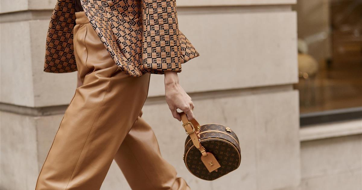 Este bolso de Mango se parece mucho al multilogo de Louis Vuitton