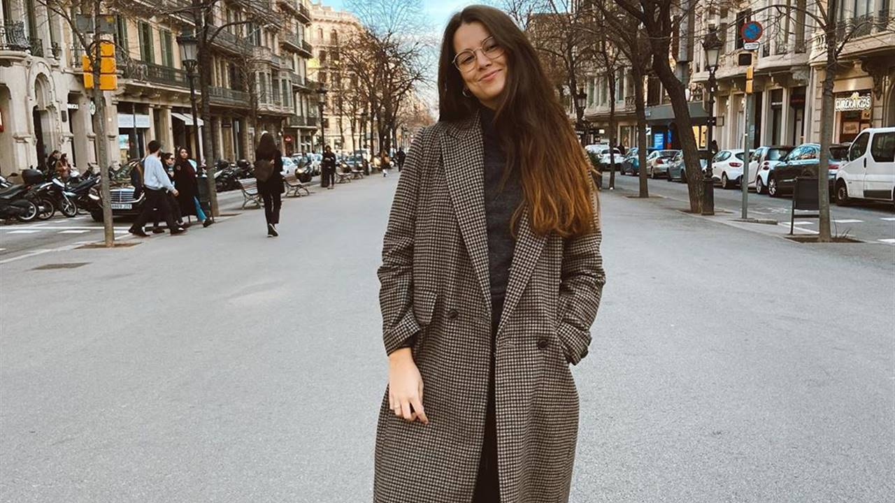 Marta Silva y el total look negro (con un toque de color) ideal para primavera