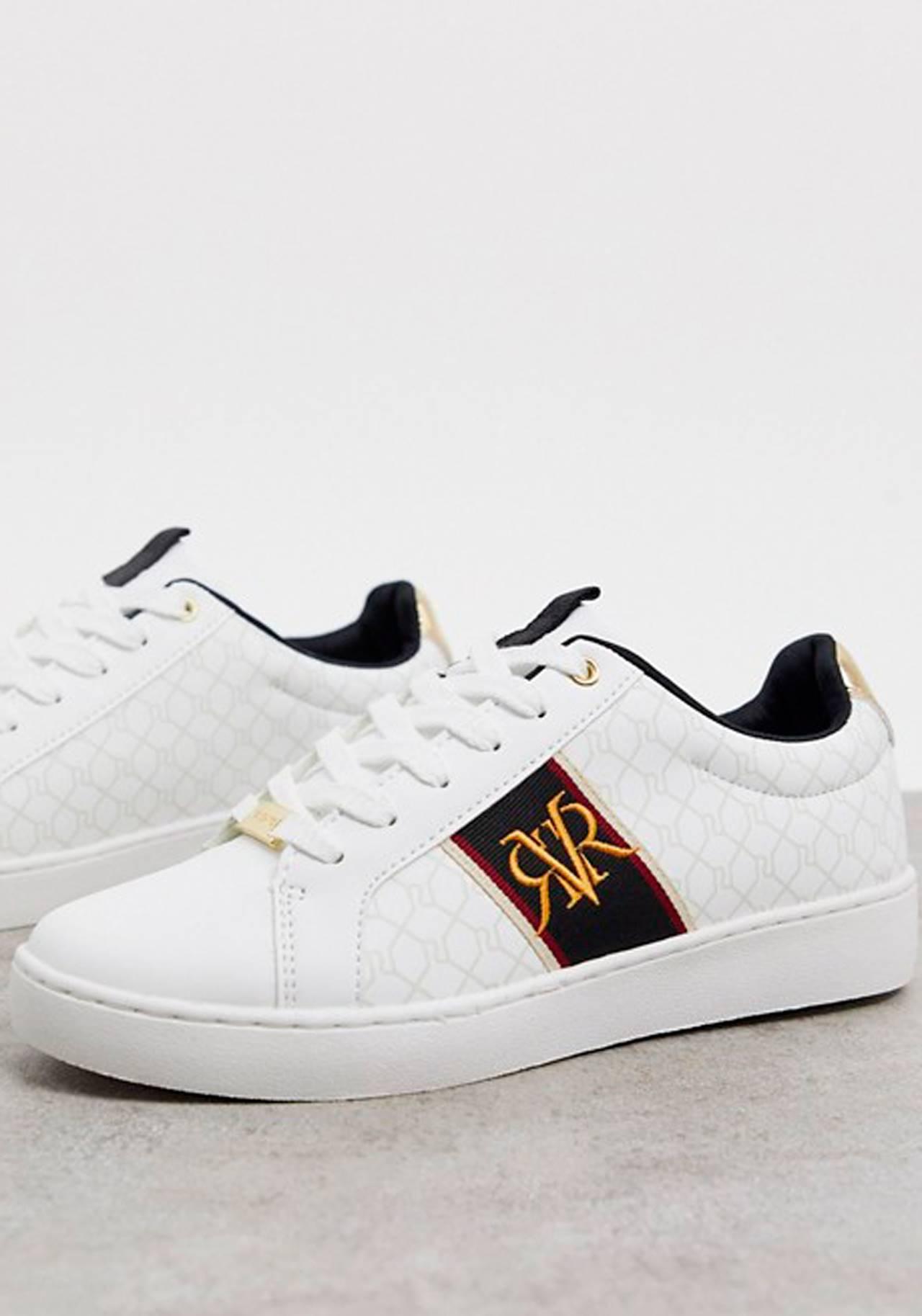 Looks con zapatillas blancas: ¡inspírate!