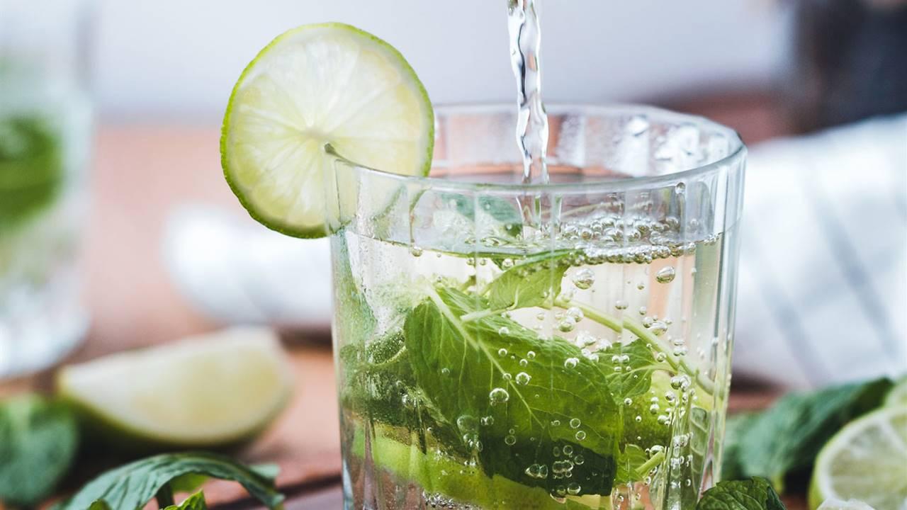 ¿Beber agua con limón adelgaza? Esto es lo que dice la ciencia