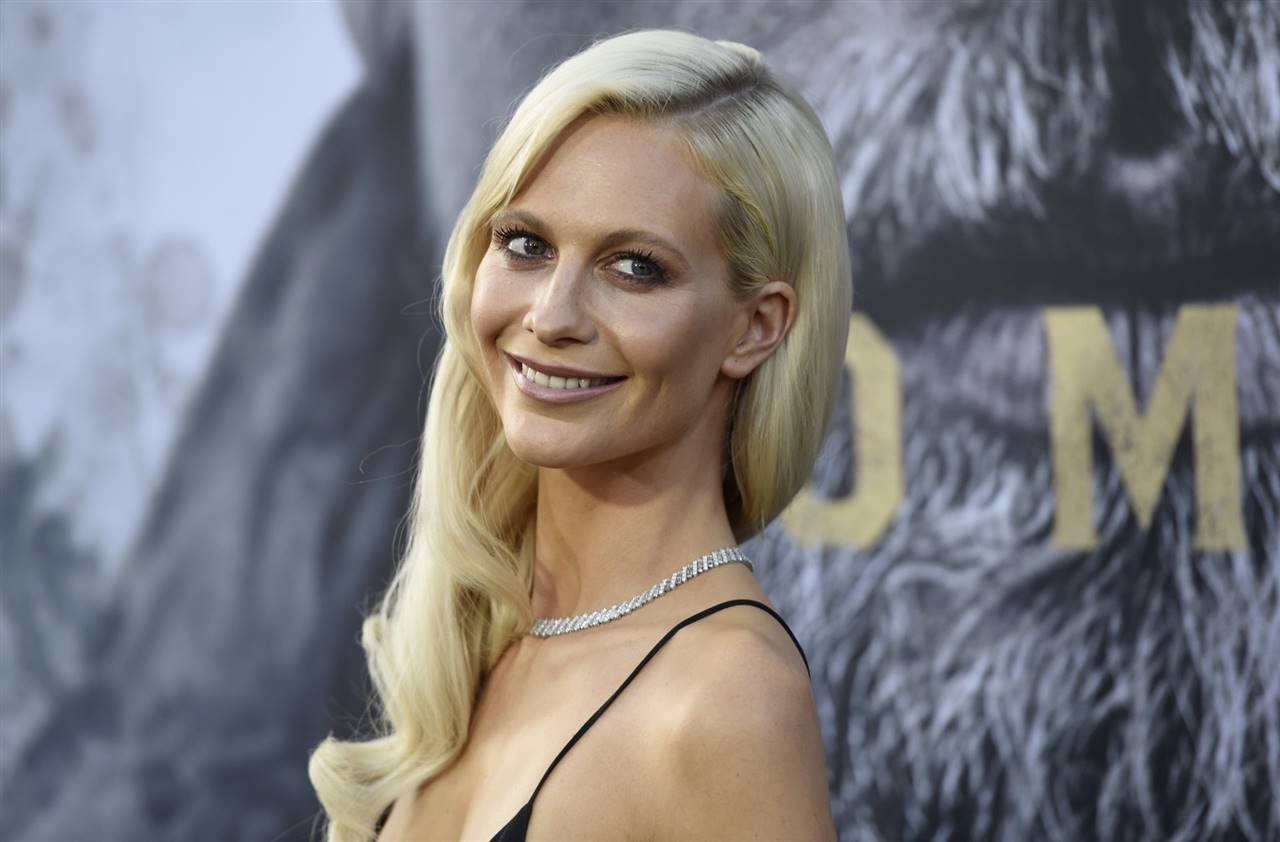 Poppy Delevingne y su color de pelo warm creamy blond
