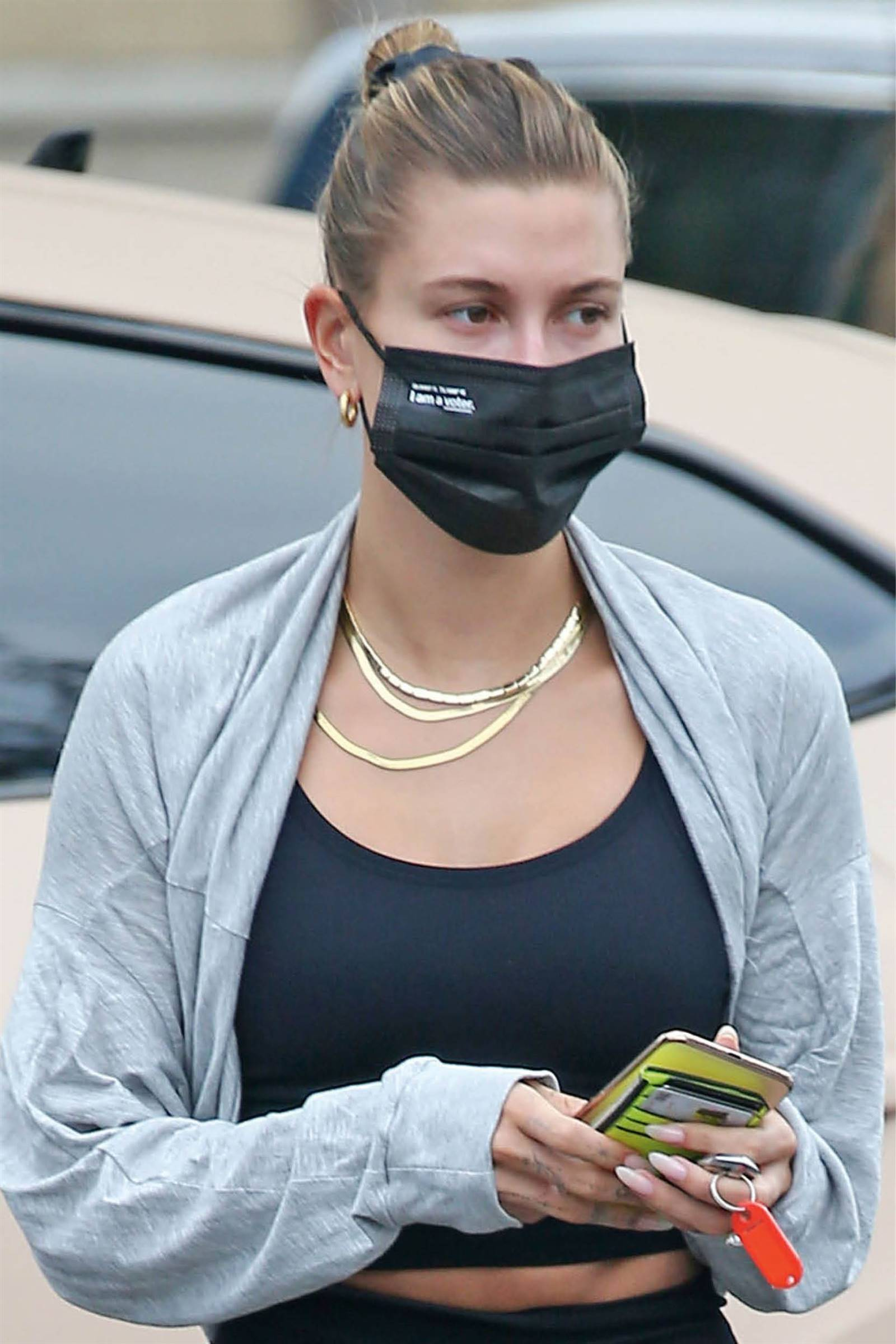 hailey bieber mascarilla